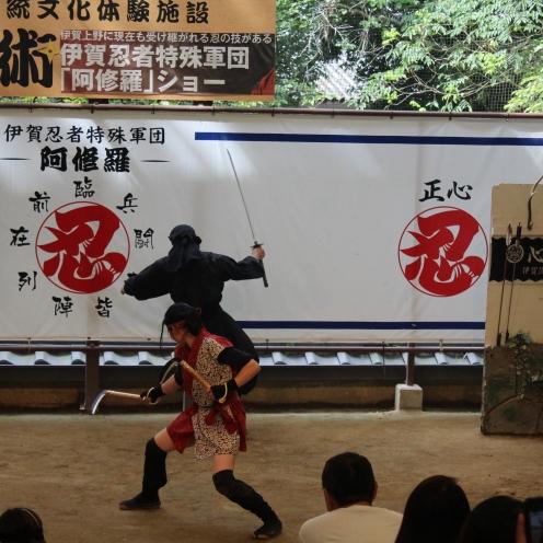 Salah satu adegan pertunjukkan ninja