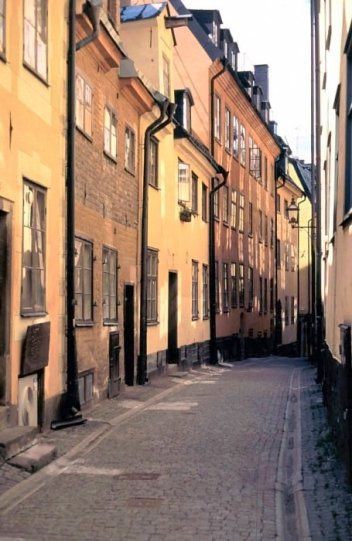 street_in_gamla_stan_stockholm