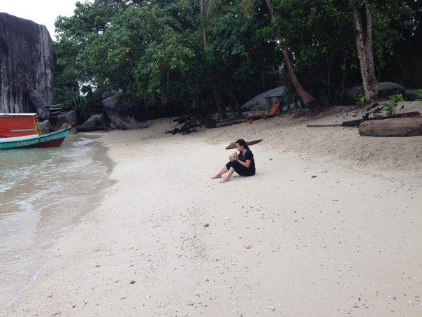 Santai di pulau Babi Kecil