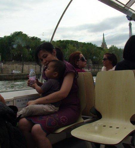 di atas bateau mouches