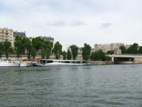 Menyusuri sungai Seine