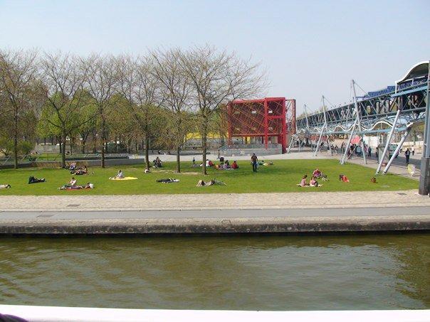 Piknik di parc la villette