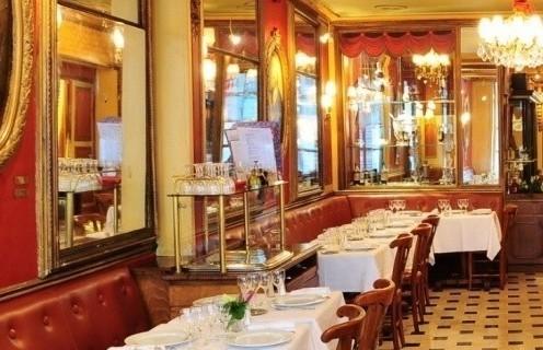 Penampakan di dalam café Le Procope (Sumber foto : www.o.nouvelobs.com)