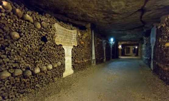 catacombs-of-paris-skip-the-line-tickets-and-tour_standard-20437
