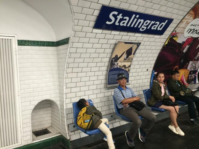 Menanti metro di stasiun Stalingrad