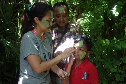 Kata orang lokal, tempelkan daun ini untuk menambah sensasi adem di teriknya Nusa Penida
