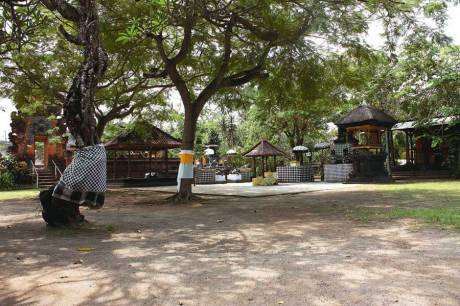Pura Petitenget (sumber foto : www.bali.panduanwisata.id)