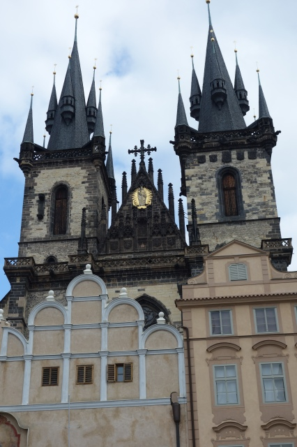 Church of our Lady Before Tyn, letaknya tak jauh dari Astronomical Clock