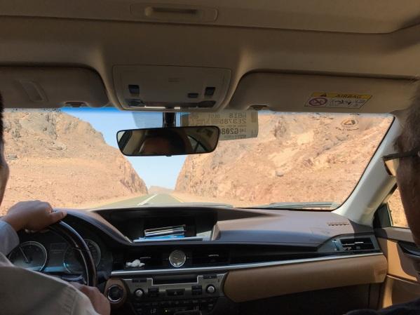 Di dalam Lexus yang membawa kami ke Al Ula