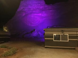 Sahary Al Ula camp di malam hari, Gunung batu pun diberi lampu