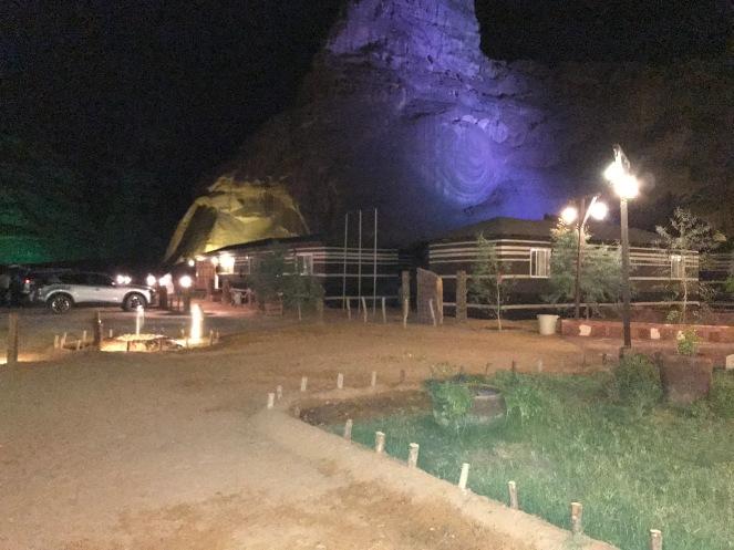 Sahary Al Ula camp di malam hari