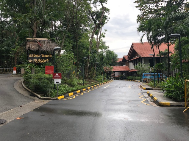 Memasuki lobi Siloso Beach Resort