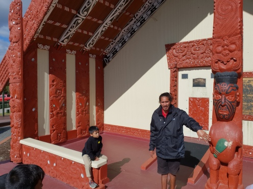 Rumah adat Maori (Ancestral Meeting House)