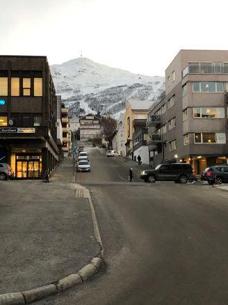 Astrup Garden Hotel & Apartment with mountain view surroundings