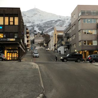 Astrup Garden Hotel & Apartment with mountain view surroundings