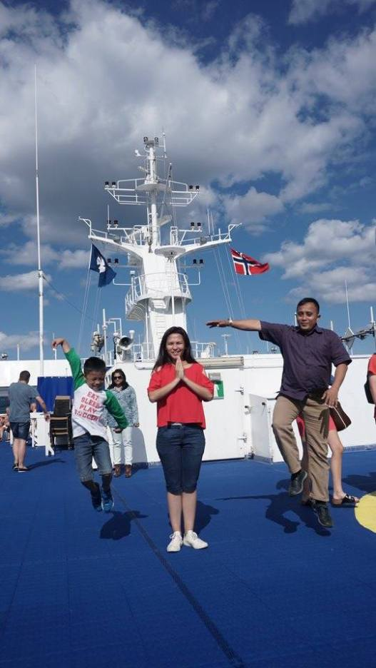 Main-main di dek atas kapal