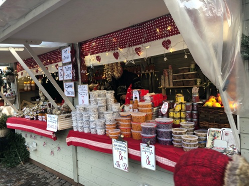 Market Square Helsinki, menjual berbagai pernak-pernik natal, kerajinan tangan, dan souvenir