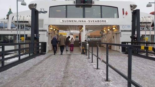 Menuju Suomenlinna Island dengan ferry boat