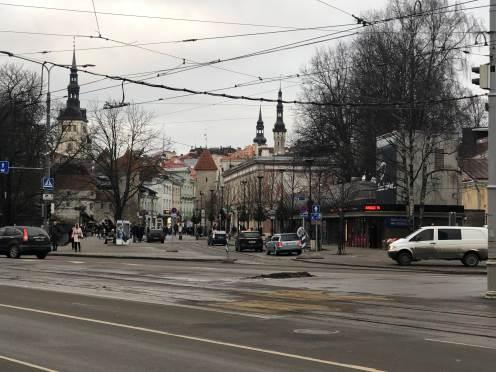 Tallinn, perpaduan antara kota tua dan kota modern yang bersebrangan