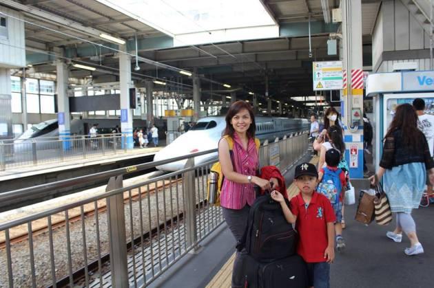 Menunggu Shinkansen di Jepang
