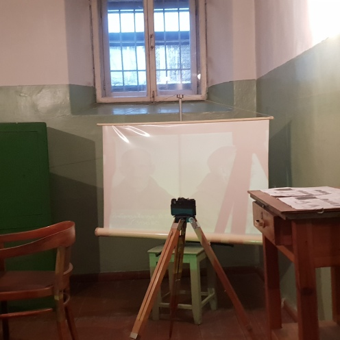 Ruangan untuk foto dan mengurus administrasi para tahanan. KGB bisa dibilang tertib administrasi
