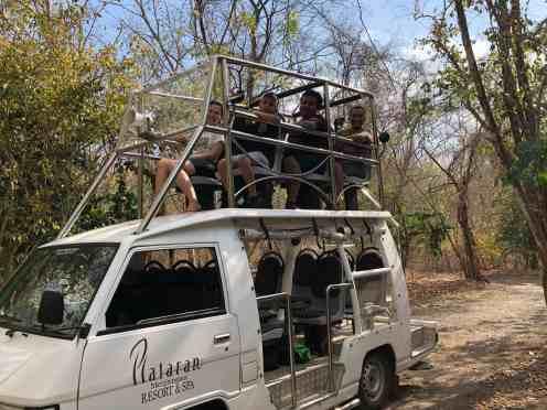 Mobil ini moda transportasi di dalam Taman Nasional Bali Barat